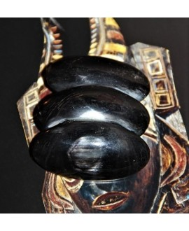 Colgante cuerno 6x5,5cm paso 10mm, traídos de África