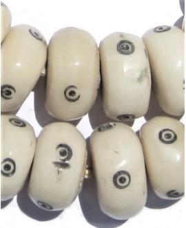 Blancas con punto 22 a 25mm de diámetro, venta por 5 unidades