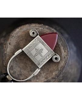 Colgante tuareg con cornalina de Nigeria grabado a mano, 50x30mm