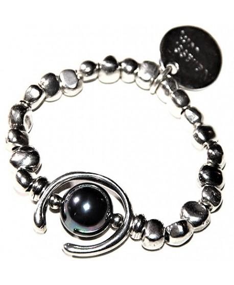 Solo una perla negra ... elástica