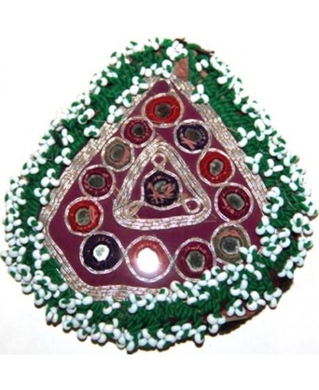 Medallón  kuchi de cuentas y espejos triangulo, 9cm