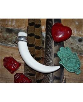 Colgante colmillo resina/zamak baño de plata, 80x15mm paso 3mm