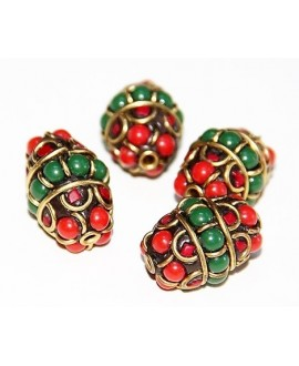 Cuenta  Tibetana bronce, jade  y coral  25x20mm paso 2mm.