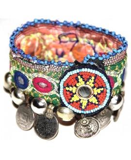 Brazalete totalmente realizados a mano con monedas antiguas y medallón