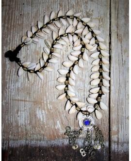 Collar conchas afgano