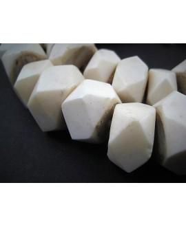 Cuentas hueso blancas facetadas 15x20mm de diámetro aproximado, venta por unidad