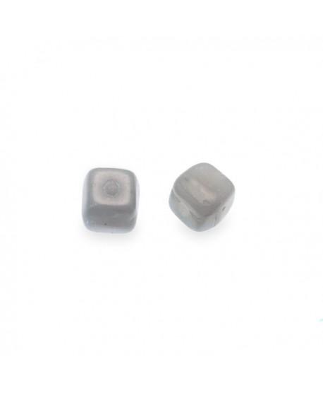 Cuenta cubo irregular gris de 4mm, paso 0,9mm, precio por 25 unidades