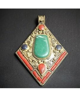 Colgante tibetano 58x53mm, con incrustaciones de piedras semi-preciosas y esmalte , tono oxidado, plata alemana