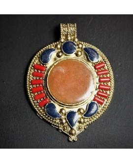 Colgante tibetano 75x55mm, con incrustaciones de piedras semi-preciosas y esmalte , tono oxidado, plata alemana