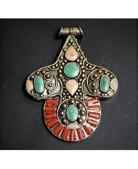Colgante tibetano 81x63mm, con incrustaciones de piedras semi-preciosas y esmalte , tono oxidado, plata alemana
