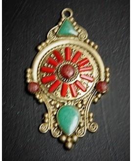 Colgante tibetano 64x37mm, con incrustaciones de piedras semi-preciosas y esmalte , tono oxidado, plata alemana