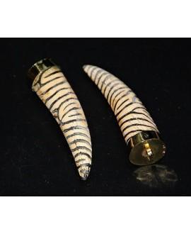 Colgante cuerno 75mm de hueso y latón rayas cebra
