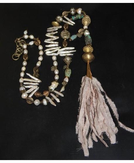 Collar perlas y borla sari