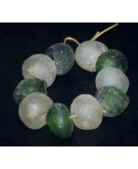 Vidrio reciclado verde/transparente, precio por 10 cuentas 20mm aprox, paso 3mm.