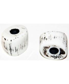 Cuenta resina tronco irregular blanco, 18x22mm, paso 7mm