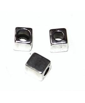 Cuenta cuadrada 6x5mm paso 3mm por un lado y 4mm por el otro, se puede usar como terminal, zamak baño de plata