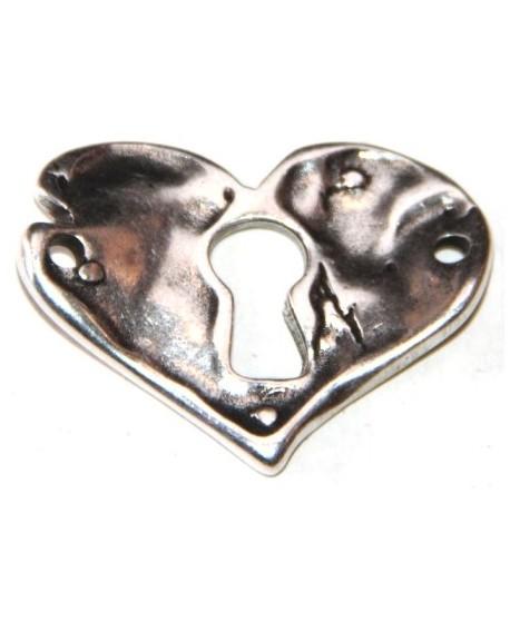 corazón 30x38mm, paso dos agujeros de 2mm, zamak baño de plata